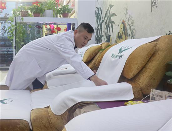 张燕飞:用修脚演绎美丽人生